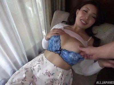 Miyakawa Arisa enjoys fingering before her friend feed her with penis
