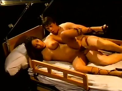 Raunchy darkhaired babe and a patient - hard sexual intercourse