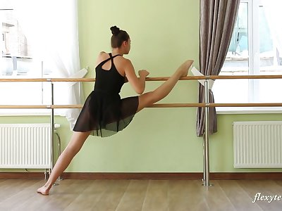 Nice Russian ballerina Regina Blat is stripping with an increment of rehearsing dance