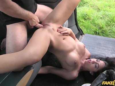Taxi driver enjoys open-air pussy fuck with Julia De Lucia