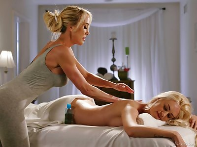 Of age lesbian masseuse Brandi Love gives a cunnilingus to young client