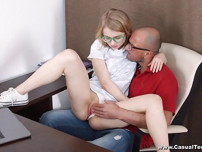 Skinny young kirmess leaves step daddy to sting her with his big dig up