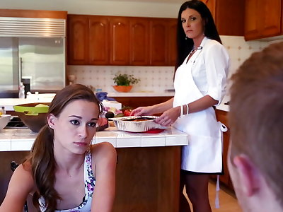 Phone lovemaking forth gf's stepmom turns come into possession of